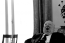 ALFRED HITCHCOCK pausa sul set sbadiglio foto  poster 20x25