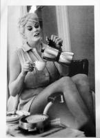 Anita Ekberg prende il caffè Italiano Miniposter 50x35