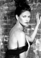Catherine Zeta Jones posa sexy foto poster
